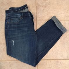 "🆕 Loft 27P Relaxed Skinny Jeans New without tags never worn or washed. Slightly distressed skinny jeans in size 27/4 petite from Loft. Midrise. 25"" inseam rolled as is, 28"" inseam unrolled. No trades, outside sales, holds, or lowball offers. All reasonable offers submitted using the offer button will be considered. LOFT Jeans Skinny"