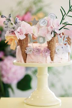 Tortendeko von Miss Etoile Miss Etoile, Home Bakery, Cupcakes, Enjoy Your Weekend, Holiday Themes, Bar, Dessert Table, Cupcake Toppers, Rose