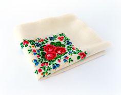 Vintage Russian shawl, Russian folk art, Ukrainian folk art, Scarf, Floral pattern, Ivory with Flowers, Made in USSR, Soviet Union, 1980s