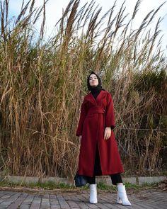 """15.9k Likes, 57 Comments - Rabia Sena Sever (@senaseveer) on Instagram: """"Kabanları çıkarıp trenchleri giyme mevsimi geldiyse @moodbasic'ten seçtiğim Jean Trench'e bir bakın…"""""""