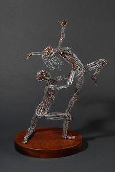 Wire sculpture at its finest. Wire Art Sculpture, Sculpture Projects, Wire Sculptures, Chicken Wire Art, Fantasy Wire, Cement Art, Copper Art, Metal Tree, Human Art