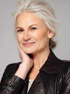 Over 40 Hairstyles, Cool Hairstyles, Grey Hair Journey, Silver Haired Beauties, Long White Hair, Gray Hair Growing Out, Beautiful Old Woman, Ageless Beauty, Going Gray