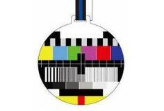 [6]  Televizyon yayıncılığında yayıncının görevi bileşik görüntü sinyalini iletmektir. Renkli ve renksiz yayınlardaki bileşik görüntü sinyalleri bir osilaskopta karşılaştırılacak olursa, bu iki sinyalin birbirine benzediği , ancak iki sinyal arasında iki küçük fark olduğu görülür.