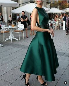 Fashion high couture gowns 42 Ideas for 2019 Little Dresses, Pretty Dresses, Beautiful Dresses, Flare Dress, Dress Up, Green Dress Outfit, Dress Outfits, Green Midi Dress, Full Skirt Dress