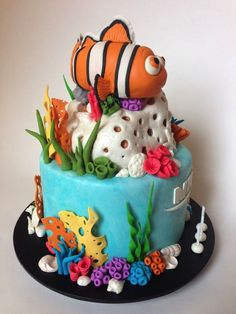 Finding Nemo cake with Nemo and Dory topper Finding Nemo