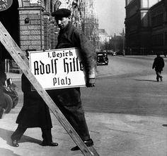 zmiana nazw ulic - Vienna, Austria. March 1938.