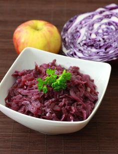 Rotkohl - The classic German red cabbage side dish found in virtually every restaurant and home throughout Germany. A thoroughly authentic recipe. Vegetable Sides, Vegetable Recipes, German Red Cabbage Recipes, German Recipes, Cabbage Side Dish, Sour Cabbage, Purple Cabbage, Cabbage Salad, Cocina Natural
