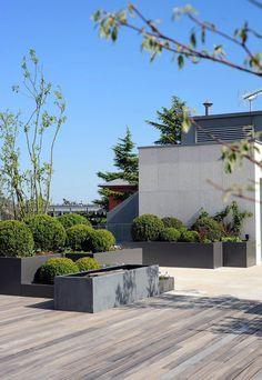 A modern roof garden Metal Pergola, Deck With Pergola, Diy Pergola, Pergola Ideas, Terrace Garden, Garden Spaces, Small Gardens, Outdoor Gardens, Rooftop Gardens