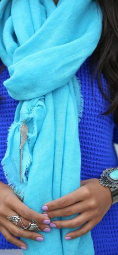 Donni share scarf – via Donni Charm Look Fashion, Fashion Beauty, Winter Fashion, Womens Fashion, Blue Fashion, Dali, Bon Look, Passion For Fashion, Dress To Impress