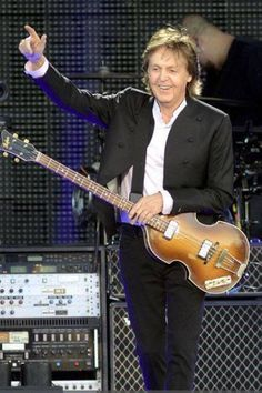 Paul McCartney. One of the greatest musicians of our time! I love you Paul!