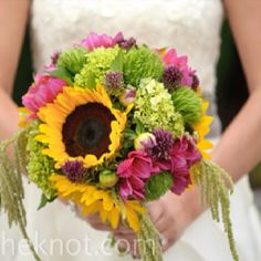 love the cascading floral detail mixed with the structure of the sunflower. adds a flair of romance to an otherwise whimsical flower arrangment