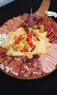 Party Food Platters, Food Trays, Healthy Christmas Recipes, Holiday Recipes, Appetizers For Party, Appetizer Recipes, Charcuterie And Cheese Board, Meat Cheese Platters, Fast Dinners