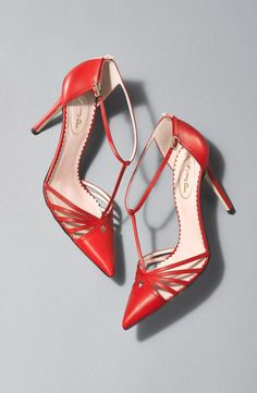 SJP 'Carrie' red T-Strap pointy toe high heel Pump size 7 (fits an Stilettos, High Heel Pumps, Women's Pumps, Pretty Shoes, Beautiful Shoes, Awesome Shoes, Simply Beautiful, Red Shoes, Me Too Shoes