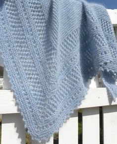 mousseau with bergamot and lemon, a modified strand . Plaid Crochet, Crochet Poncho, Knitted Shawls, Lace Shawls, Knitting Patterns Free, Knit Patterns, Baby Knitting, Free Pattern, Vintage Lace