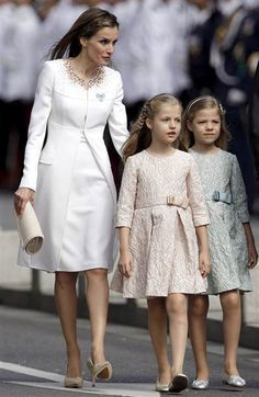 Spanish queen with her petite princesses.
