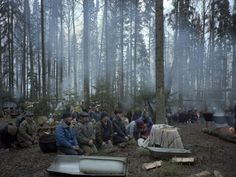 Trong ảnh, những người theo Pagan giáo đang cầu nguyện trong khu rừng thiêng. Họ cầu nguyện vào mùa thu và mùa hè, trong các lùm cây. Người dân Mari cũng rất tin vào Keremets - á thần (nửa người nửa thần).