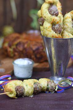 Silvester Fingerfood: Meatball Kräuterbrot Käse Spieße - Meatball Cheese Bread Sticks | Das Knusperstübchen