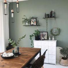 383 vind-ik-leuks, 25 reacties - LOVE INTERIOR STYLING (@mach.s) op Instagram: '*** #trowback *** nog steeds erg blij met onze groene muur. Nu bezig met bedenken wat ik met de…'
