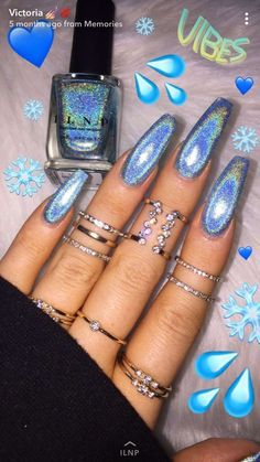 On average, the finger nails grow from 3 to millimeters per month. If it is difficult to change their growth rate, however, it is possible to cheat on their appearance and length through false nails. Ocean Blue Nails, Blue Acrylic Nails, Blue Chrome Nails, Holographic Nails Acrylic, Blue Gel Nails, Cute Summer Nails, Cute Nails, Pretty Nails, Aycrlic Nails