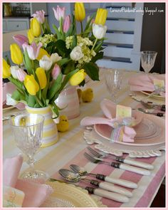 Corner of Plaid and Paisley: Spring Chick's Table