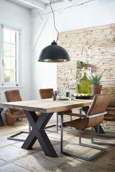 Table style and chair color only stoere eethoek: eetkamertafel Bole, eetkamerstoel Sabine, hanglamp Bola puur