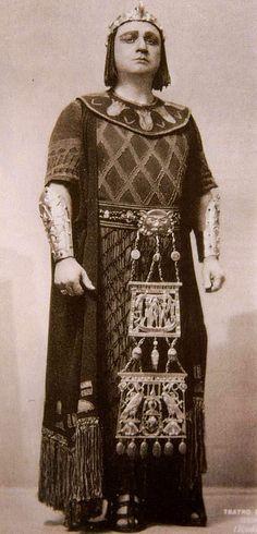 Beniamino Gigli  Italia 1890 - 1957)  Tenor lírico, considerado uno de los mejores del principio del siglo XX. Su arte fue reconocido rápidamente y se convirtió en el favorito del Metropolitan Opera de Nueva York.