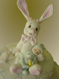 New baby cake for sure ~ Easter cake with replacing the baby by a baby rabbit? Fondant Figures, Fondant Cake Toppers, Fondant Cakes, Pretty Cakes, Beautiful Cakes, Cupcake Cookies, Cupcakes, Gum Paste Flowers, Clay Baby