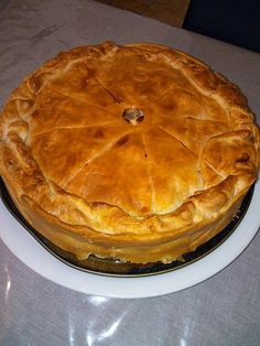 The best recipe for Duck Confit Pie! To try it is to adopt it! Ingredients: 4 candied duck legs 1 shortcrust pastry 1 puff pastry 300 g potato Mushrooms 200 ml liquid whole cream 1 egg Parmesan Pepper Healthy Breakfast Recipes, Brunch Recipes, Quiches, Duck Confit, Salty Foods, Shortcrust Pastry, Duck Recipes, Savoury Baking, Christmas Cooking