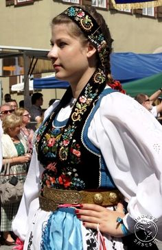 Not one hundred percent sure this is Transylvanian Saxon. Will have to translate some of the page. Volga Germans, German Women, Frozen Peas, Medan, Folklore, Traditional Outfits, Fairy Tales, Polish, Doll