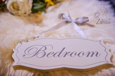 Our cute & vintage-looking Bedroom door sign can now be found in our shop. <3 #vintage #bedroom #doorsign #home #decor #ribbon
