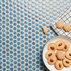 Amazing 19mm round chips ceramic mosaic #pennyroundtiles #tiles #mosaic #mosaicart #walltiles #ihavethingsforwalls #homeimprovement #homedecor #homedesigns #interiordesign #interiordecor #interiorinspirations #walldecor #designsponge #tileinspiration #tilepic #tileaddiction #mozaik #mozaic