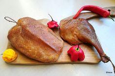 Pastramă de piept și pulpe de rață, gâscă, curcan. Cum se face pastrama de pasăre, vită sau oaie?   Savori Urbane Smoking Meat, Sausages, Carne, Turkey, Food, Crickets, Meal, Turkey Country, Essen