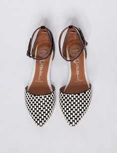 black and white d'orsay ankle strap flats // pixie market