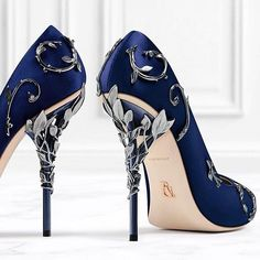 2019 New Fashion Wedding Shoes Comfortable Designer Black Red Bridal Shoes Silk eden Heels for Evening Party Prom Shoes Fancy Shoes, Pretty Shoes, Beautiful Shoes, Cute Shoes, Me Too Shoes, Gorgeous Heels, Unique Shoes, Ralph And Russo Shoes, Harrods