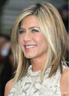 I don't know who Jennifer Aniston's current hair stylist but I am pretty impress. Yet ,I am pretty sure she has her limits with the amount of length that she can take off. Her face is just too fresh right now.