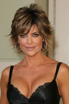 Lisa Rinna Hairstyles See how to style Lisa Rinna's short layered shag hairstyle and pictures of the various ways Lisa styles this look with highlights Short Hair With Layers, Layered Hair, Short Hair Cuts, Short Shag Hairstyles, Thin Hair Haircuts, Shaggy Haircuts, Lisa Rinna Haircut, Lisa Hair, Great Hair