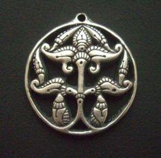 anarcsi életfa Hungary, Craft Projects, Symbols, Brooch, Gold, Crafts, Jewellery, Art, Art Background