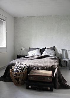 Minimalistic bedroom. #brown #black #white http://www.moviq.nl/nl/Interieur/Slaapkamer