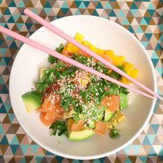 """550 mentions J'aime, 13 commentaires - mon petit bazar (@monpetitbazar) sur Instagram: """"Poke bowl et Poke ball, ce n'est pas la même chose ... ( riz/saumon/avocat/mangue/coriandre/sezame,…"""" Poke Bowl, Seaweed Salad, Salad Recipes, Detox, Healthy Eating, Ethnic Recipes, Instagram, Food, Cilantro"""