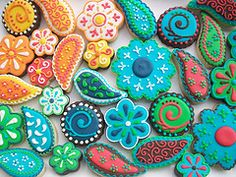 I absolutely love these paisley cookies.  I think a whole theme party could be planned around decorating them!