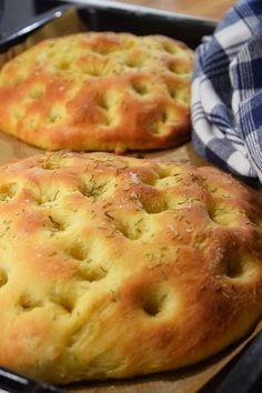 Oj vad mörkt det är på morgonen nu. Jag tycker det är jättestor skillnad jämfört med förra veckan. Kanske bidrar det att vädret är betydligt... Brunch Recipes, Bread Recipes, Cooking Recipes, Cooking Bread, Bread Baking, Pizza Pastry, Bread Bun, Swedish Recipes, Empanadas