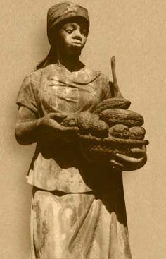 Cacaomeisje - Sinds 1870 keek Het Cacaomeisje, een ruim twee meter hoog beeld van een vrouw die een mandje cacaopeulen draagt, aan de Amsterdamse Amstel uit over de stad vanaf de gevel van het hoofdkantoor van de Bensdorp-fabriek. In de jaren zeventig verhuisde zij naar het terrein van de Bussumse vestiging van Bensdorp. Het Cacaomeisje is nu terug in Amsterdam. Klik voor info, dan scrollen naar onderen.
