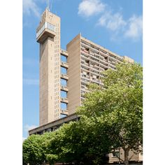 Fancy living in a brutalist icon? A large, floor apartment in Erno Goldfinger's Trellick Tower, London has just come onto the market. Those with a fear of heights need not apply. British Architecture, Tower Block, Building Structure, Tower Of London, Filming Locations, Brutalist, East London, Willis Tower, Midcentury Modern