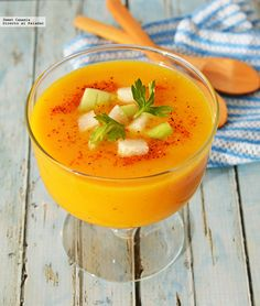 Mango and pepper gazpacho. Recipe, Food And Drinks, Recipe to prepare mango gazpacho with pepper. With step-by-step photos and tasting tips . Tapas Recipes, Mango Recipes, Veggie Recipes, Gourmet Recipes, Appetizer Recipes, Healthy Recipes, Healthy Food, Tapas Menu, Fusion Food