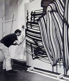 Roy Lichtenstein (1923-1997) was een Amerikaans popartkunstenaar. Zijn werken zijn vooral bekend vanwege de aan cartoons herinnerende afbeeldingen met felle, veelal primaire kleuren omlijnd door vette zwarte contouren. Hij maakte schilderijen, litho's en beelden.