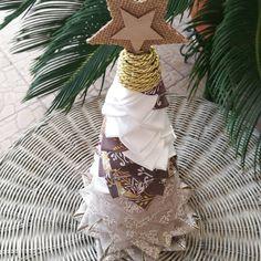 """45 """"Μου αρέσει!"""", 2 σχόλια - Ada Quilted Creations (@adaquiltedcreations) στο Instagram: """"I love how this 30cm tabletop tree turned out💖💖💖. Beautiful wired ribbon in the bottom of the tree,…"""""""