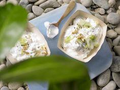 Schafskäse-Dip mit Quark und Walnüssen passt perfekt zum Gemüsefondue | Kalorien: 142 Kcal - Zeit: 10 Min. | http://eatsmarter.de/rezepte/schafskaese-dip