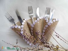 Zsákvászon-csipke evőeszköztartó esküvőre, Esküvő, Esküvői dekoráció, Meska
