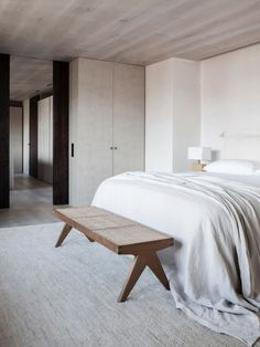 awesome Unique Wood Bedroom Design Ideas With Elegant Decoration Pierre Jeanneret, Wood Bedroom, Bedroom Decor, Master Bedroom, Serene Bedroom, Bedroom Shelves, Bedroom Signs, Bedroom Ideas, Luxury Home Decor