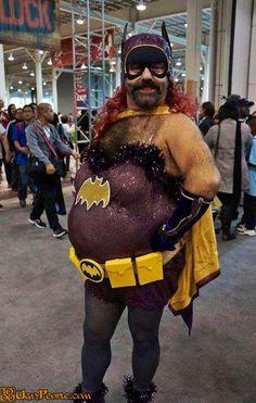 Cosplay: Batgirl nailed it lol Soirée Halloween, Halloween Costumes, Clown Costumes, Crazy Costumes, Crazy People, Funny People, Strange People, Cosplay Fail, Funny Cosplay